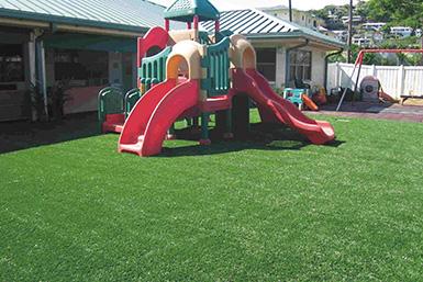 户外幼儿园运动草坪